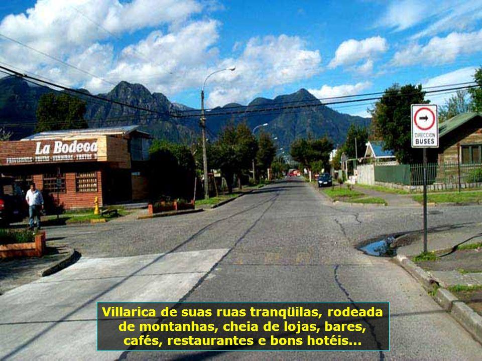 Chegada em Villarica, 800 km ao sul de Santiago e 25 km de Pucón, região de lagos. A pequena cidade parece um presépio com sua arquitetura toda germân