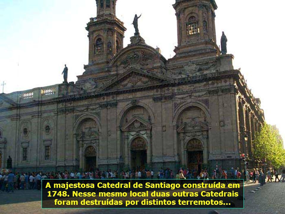Uma vista da Pontifícia Universidade Católica do Chile, fundada em 21.06.1888, com quase 120 anos de existência, conta, atualmente, com 18 faculdades.