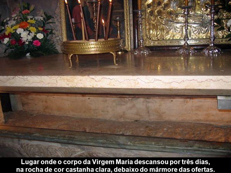 Entrada para o túmulo da Virgem Maria Jerusalém