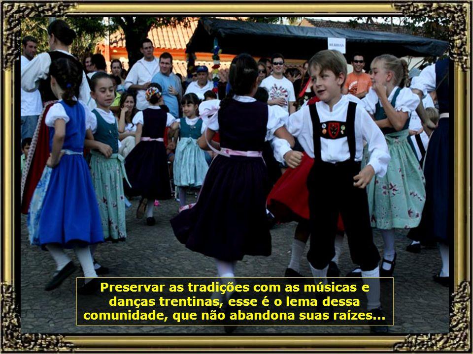Todo mês de agosto de cada ano, seus descendentes promovem a festa da imigração, com muita música, danças e deliciosos pratos...