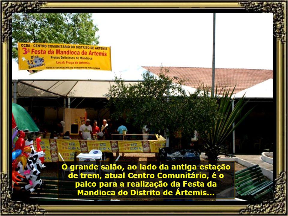 Festa do interior, onde prevalece a música de viola cantada por duplas sertanejas, enaltecendo o folclore regional bastante marcante em Piracicaba...