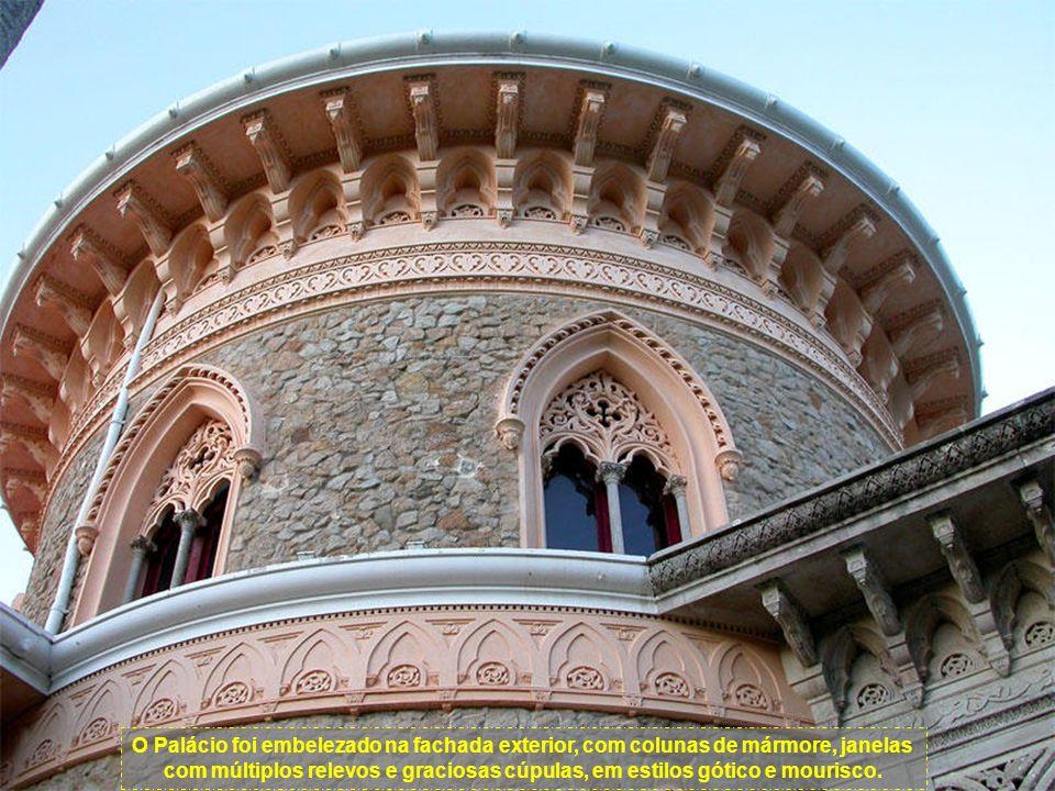 Segundo um projecto que ainda hoje existe, confirma que a arquitectura de feição inglesa que DeVisme atribuíra ao edifício no final do século XVIII, Beckford confirmara e Francis Cook de novo acentua, acrescentando-lhe os estilos gótico, indiano e mourisco.