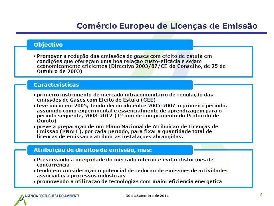 30 de Setembro de 2011 16 Operador procede anualmente, até 30 de Abril, à devolução de licenças de emissão em montante igual às emissões verificadas constantes do REGEE; Operador efectua devolução junto do Registo Português de Licenças de Emissão (RPLE) Administrador do Registo (APA): bloqueamento de contas em caso de REGEE não entregue (coima) Obrigação do operador: ter conta-depósito no RPLE (estabelece Acordo com Administrador do Registo e paga valor pecuniário anual) e devolver montante de LE correcto Devolução de licenças de emissão Comércio Europeu de Licenças de Emissão Procedimentos e regras gerais Os 27 registos da UE estão ligados ao registo comunitário (CITL) e ao registo internacional (ITL)