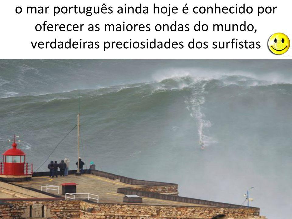 o mar português ainda hoje é conhecido por oferecer as maiores ondas do mundo, verdadeiras preciosidades dos surfistas