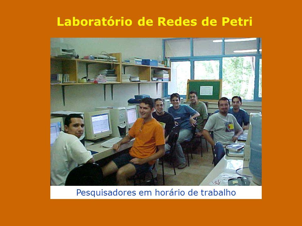 Laboratório de Redes de Petri Pesquisadores em horário de trabalho