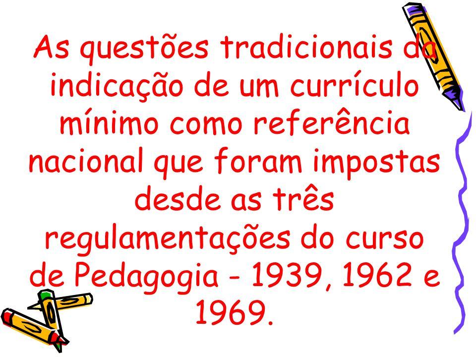 As questões tradicionais da indicação de um currículo mínimo como referência nacional que foram impostas desde as três regulamentações do curso de Ped