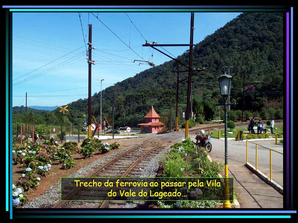 Trecho da ferrovia ao passar pela Vila do Vale do Lageado…