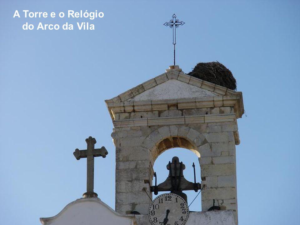 O Arco da Vila e a Igreja da Misericórdia