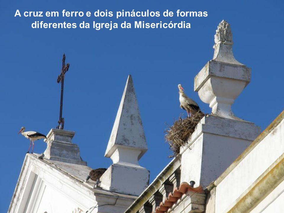 Um dos pináculos da igreja da Misericórdia