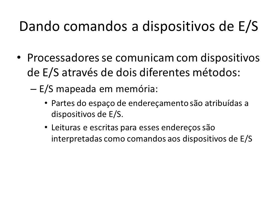 Dando comandos a dispositivos de E/S Processadores se comunicam com dispositivos de E/S através de dois diferentes métodos: – E/S mapeada em memória: