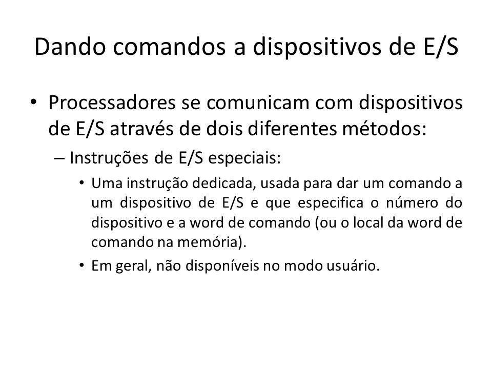 Dando comandos a dispositivos de E/S Processadores se comunicam com dispositivos de E/S através de dois diferentes métodos: – Instruções de E/S especi