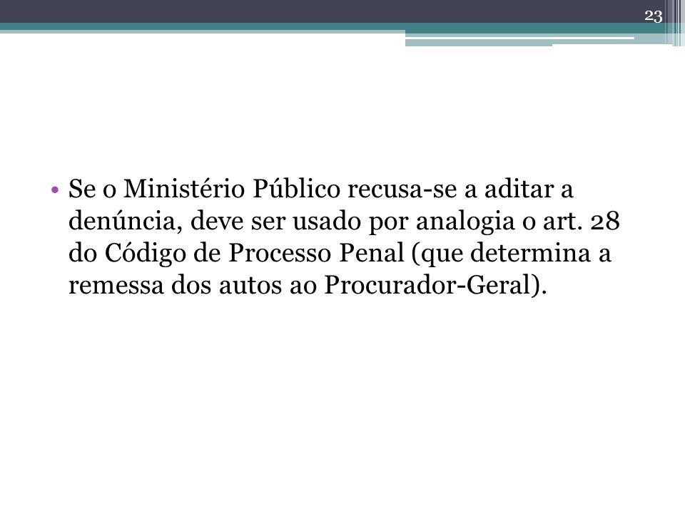 Se o Ministério Público recusa-se a aditar a denúncia, deve ser usado por analogia o art. 28 do Código de Processo Penal (que determina a remessa dos