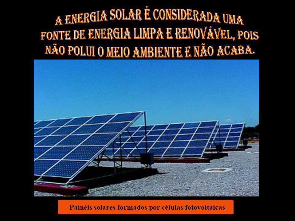 Painéis solares formados por células fotovoltaicas
