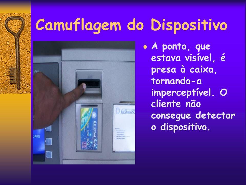 Camuflagem do Dispositivo A ponta, que estava visível, é presa à caixa, tornando-a imperceptível. O cliente não consegue detectar o dispositivo.