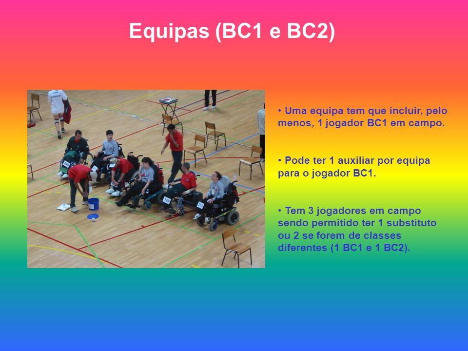 Equipas (BC1 e BC2) Uma equipa tem que incluir, pelo menos, 1 jogador BC1 em campo. Pode ter 1 auxiliar por equipa para o jogador BC1. Tem 3 jogadores