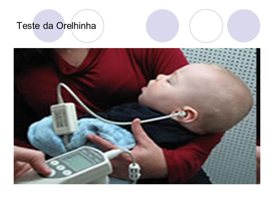 Esse exame consiste na colocação de um fone acoplado a um computador na orelha do bebê que emite sons de fraca intensidade e recolhe as respostas que a orelha interna do bebê produz.