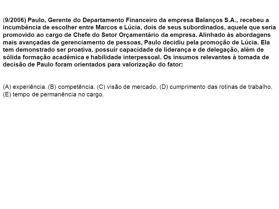 (9/2006) Paulo, Gerente do Departamento Financeiro da empresa Balanços S.A., recebeu a incumbência de escolher entre Marcos e Lúcia, dois de seus subordinados, aquele que seria promovido ao cargo de Chefe do Setor Orçamentário da empresa.