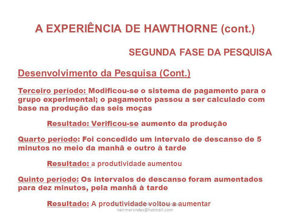 A EXPERIÊNCIA DE HAWTHORNE (cont.) SEGUNDA FASE DA PESQUISA Desenvolvimento da Pesquisa Primeiro período: as moças tiveram sua produção medida, ainda na sala de controle, sem nenhuma alteração em relação à situação de trabalho ds demais operárias (2.400 pç.
