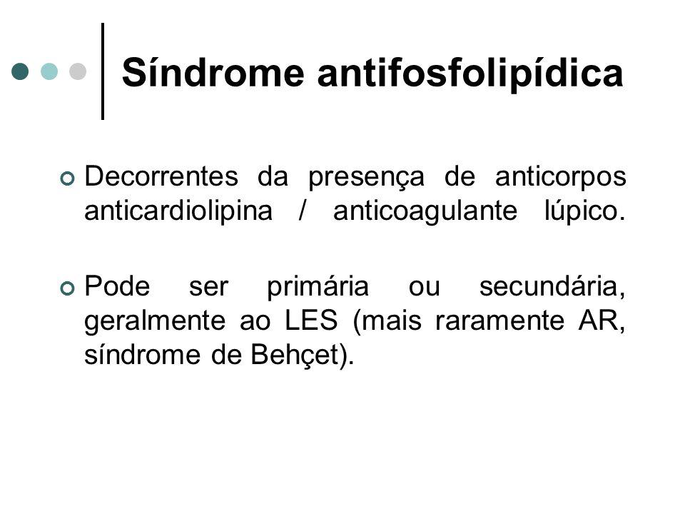 Decorrentes da presença de anticorpos anticardiolipina / anticoagulante lúpico. Pode ser primária ou secundária, geralmente ao LES (mais raramente AR,