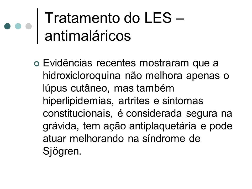 Tratamento do LES – antimaláricos Evidências recentes mostraram que a hidroxicloroquina não melhora apenas o lúpus cutâneo, mas também hiperlipidemias