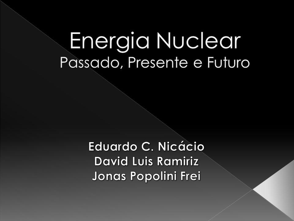 Radioatividade Propriedade de certos elementos químicos (rádio, urânio, tório etc.) de transformar-se espontaneamente em outros elementos, emitindo uma radiação eletromagnética.