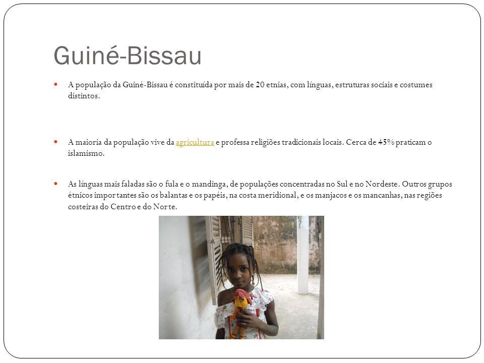A população da Guiné-Bissau é constituída por mais de 20 etnias, com línguas, estruturas sociais e costumes distintos. A maioria da população vive da