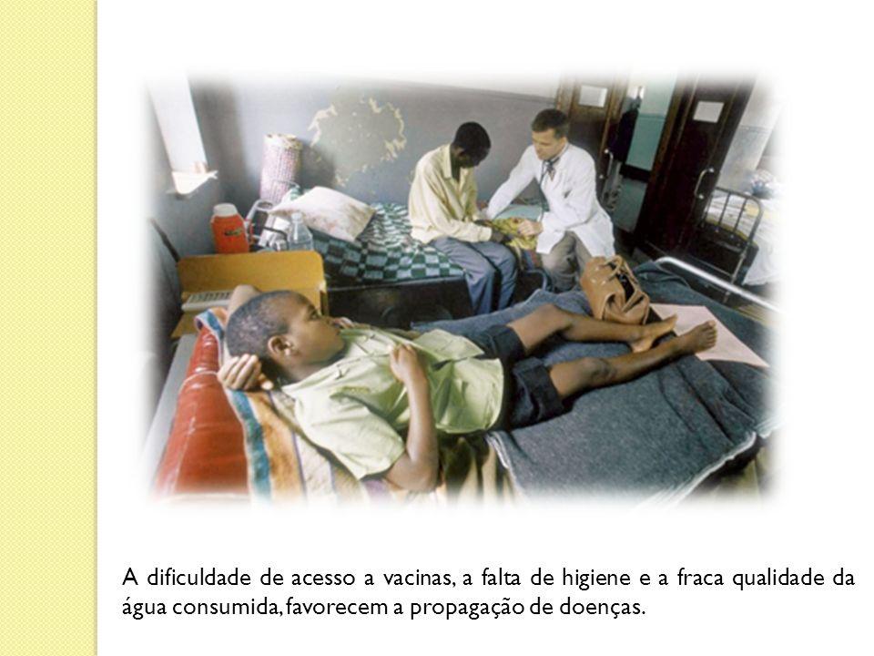A dificuldade de acesso a vacinas, a falta de higiene e a fraca qualidade da água consumida, favorecem a propagação de doenças.