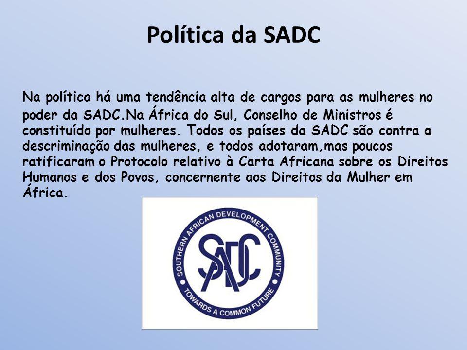 Política da SADC Na política há uma tendência alta de cargos para as mulheres no poder da SADC.Na África do Sul, Conselho de Ministros é constituído p