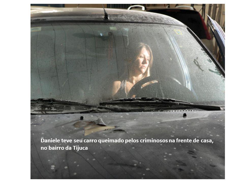 Daniele teve seu carro queimado pelos criminosos na frente de casa, no bairro da Tijuca