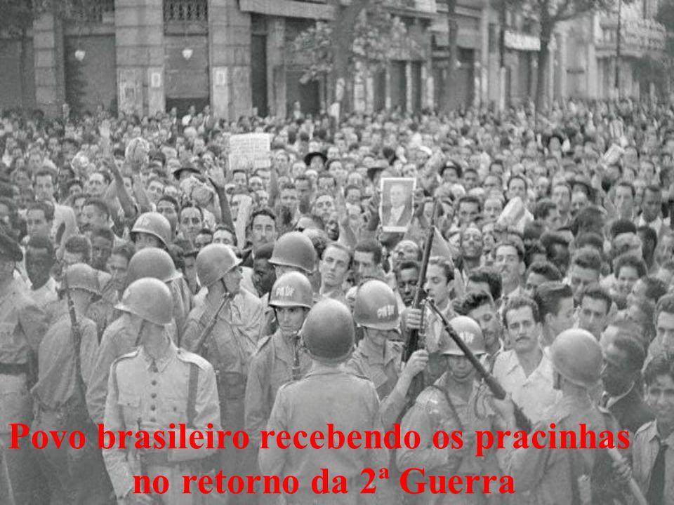 Povo brasileiro recebendo os pracinhas no retorno da 2ª Guerra