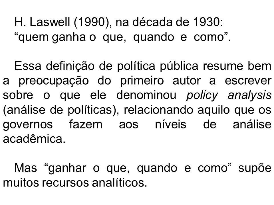 H. Laswell (1990), na década de 1930: quem ganha o que, quando e como. Essa definição de política pública resume bem a preocupação do primeiro autor a