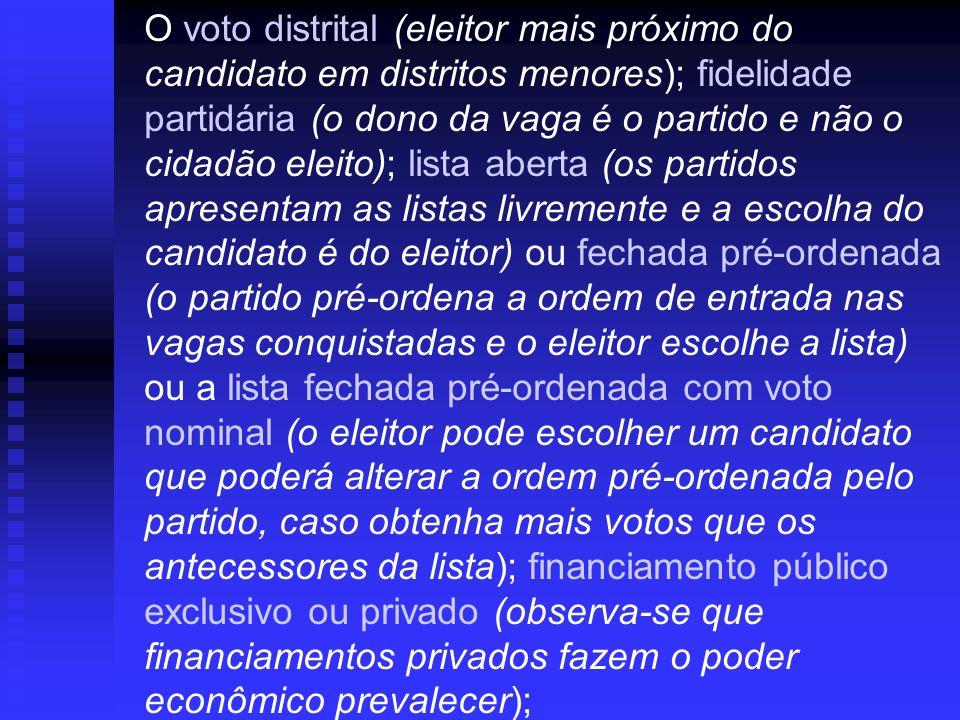 O voto distrital (eleitor mais próximo do candidato em distritos menores); fidelidade partidária (o dono da vaga é o partido e não o cidadão eleito);