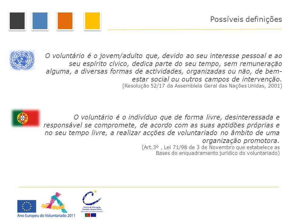 O voluntário é o jovem/adulto que, devido ao seu interesse pessoal e ao seu espírito cívico, dedica parte do seu tempo, sem remuneração alguma, a dive
