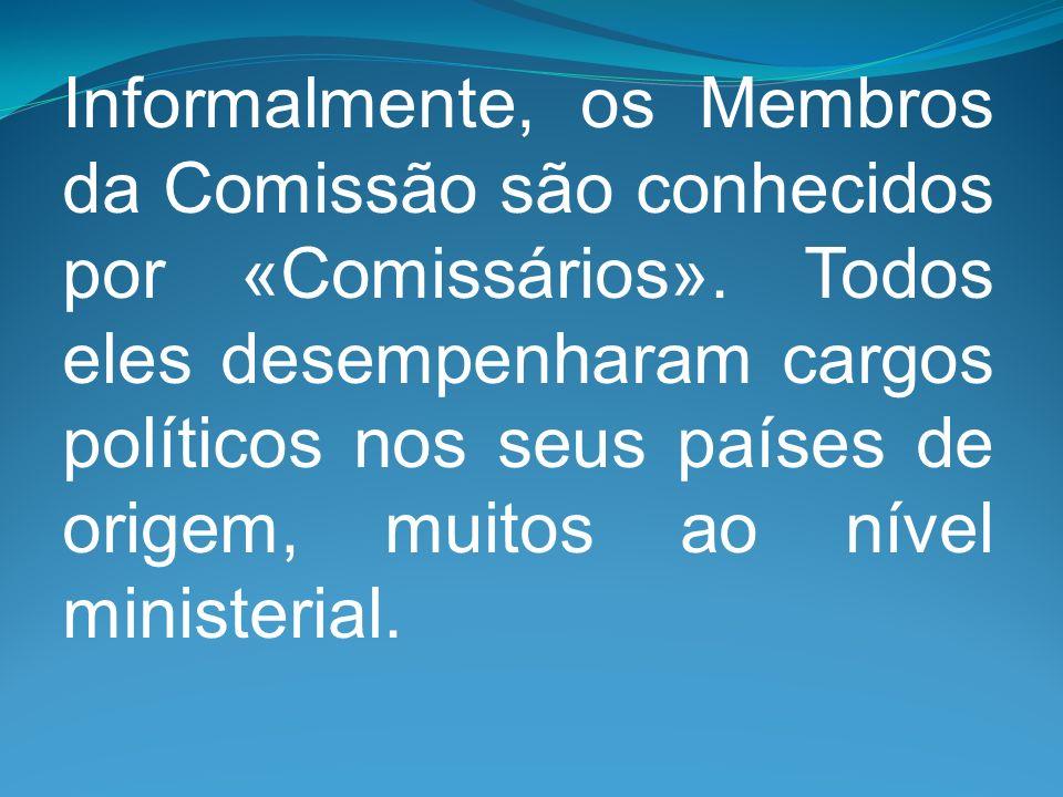 Informalmente, os Membros da Comissão são conhecidos por «Comissários». Todos eles desempenharam cargos políticos nos seus países de origem, muitos ao