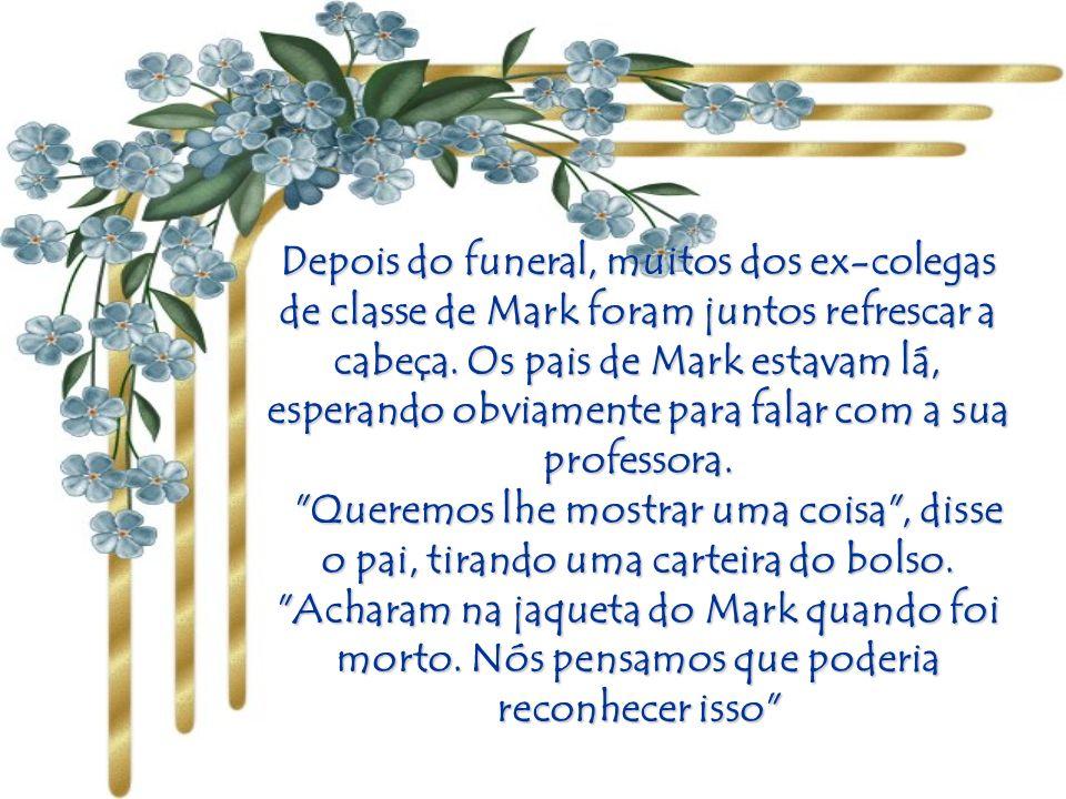 A Igreja estava cheia de amigos do soldado. Todos os amigos que o amaram aproximaram-se do caixão, e a professora foi a última a despedir-se do cadáve