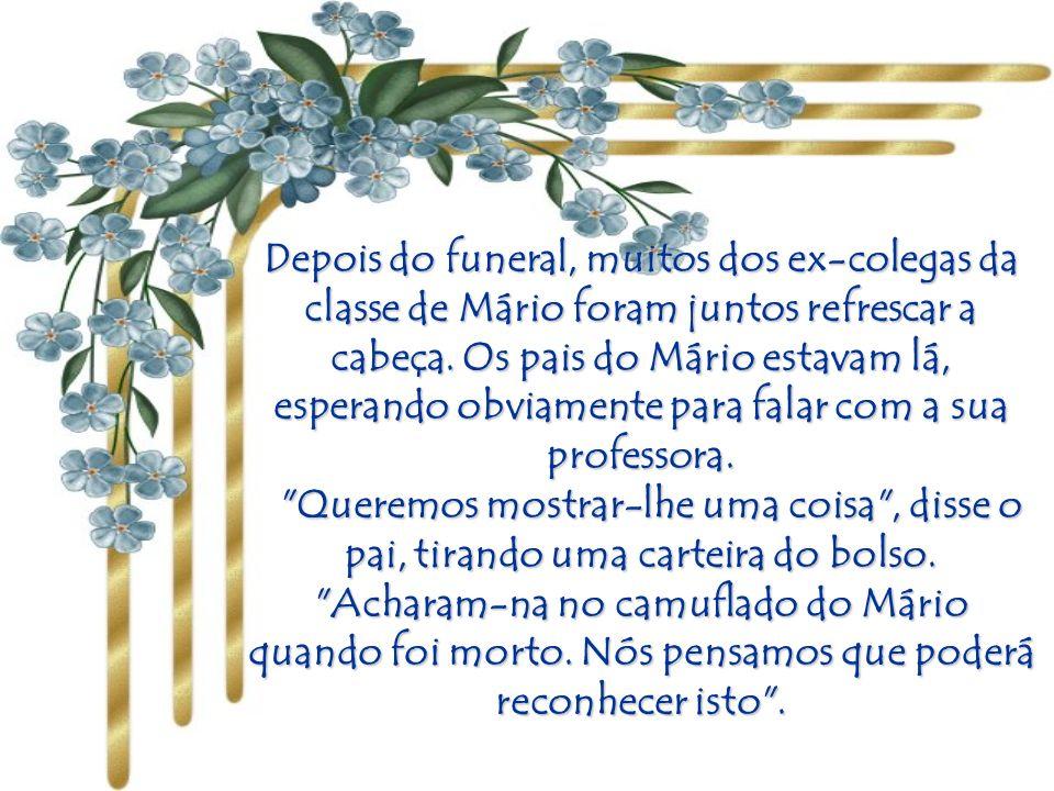 A Igreja estava cheia de amigos do soldado. Todos os amigos que o amaram aproximaram- se do caixão, e a professora foi a última a despedir-se do cadáv