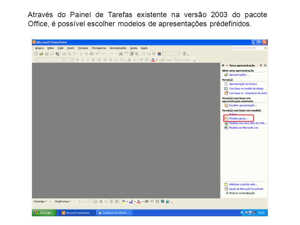 Através do Painel de Tarefas existente na versão 2003 do pacote Office, é possível escolher modelos de apresentações prédefinidos.