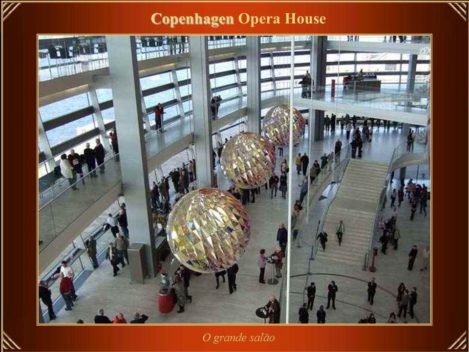 Copenhagen Copenhagen Opera House Copenhagen Opera House (em Dinamarquês Operaen) está entre os mais modernos teatros do mundo. É também um dos mais c