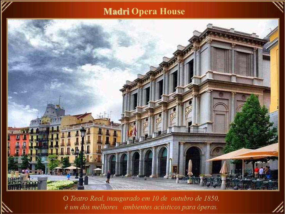 Royal Opera House – principal local de apresentação de artes, localizado no Distrito de Covent Garden, é uma das mais importantes casas de ópera do mu