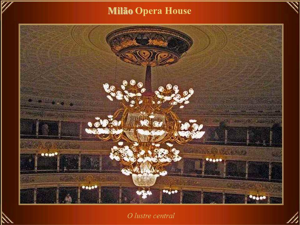 O Teatro alla Scala foi fundado sob os auspícios da Imperadora Maria Teresa da Áustria, para substituir o Teatro Real Ducal, destruído por fogo em 26
