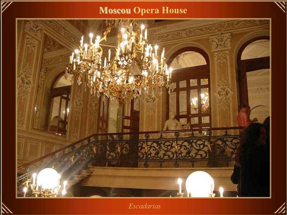 Bolshoi Theatre - teatro histórico, com renovadas performances de ballet e de ópera. Moscou Moscou Opera House