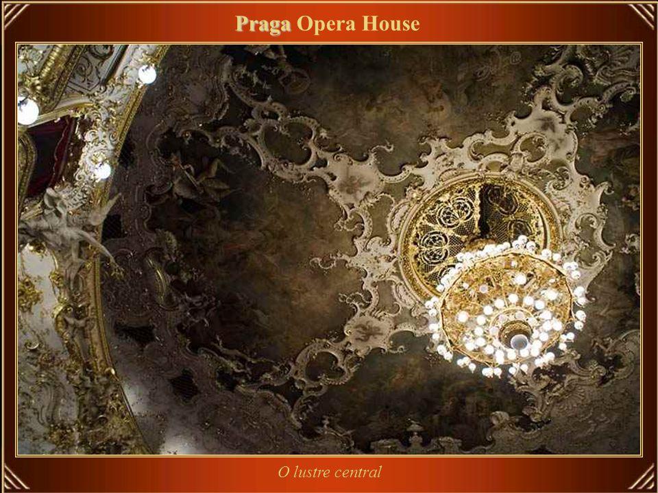 O grande salão Praga Praga Opera House