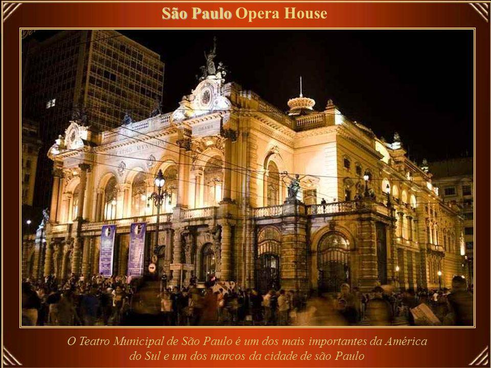 O lustre central Praga Praga Opera House