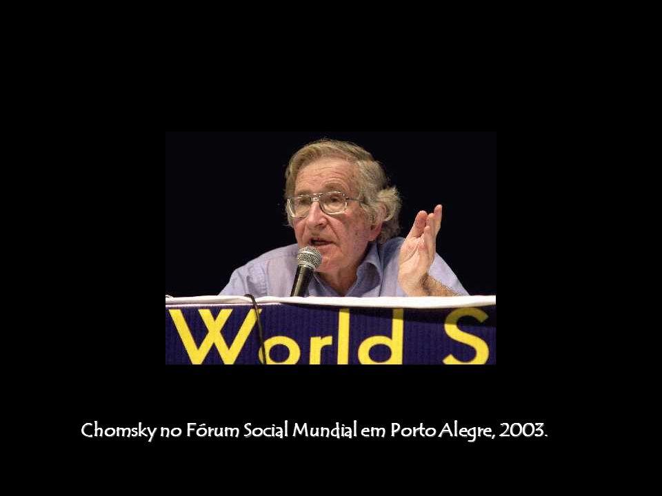 A visão sobre o terrorismo de Chomsky difere da abordagem convencional pelo fato dele ver o Terrorismo de Estado como o problema mais predominante, em oposição ao terrorismo praticado por movimentos políticos marginais.