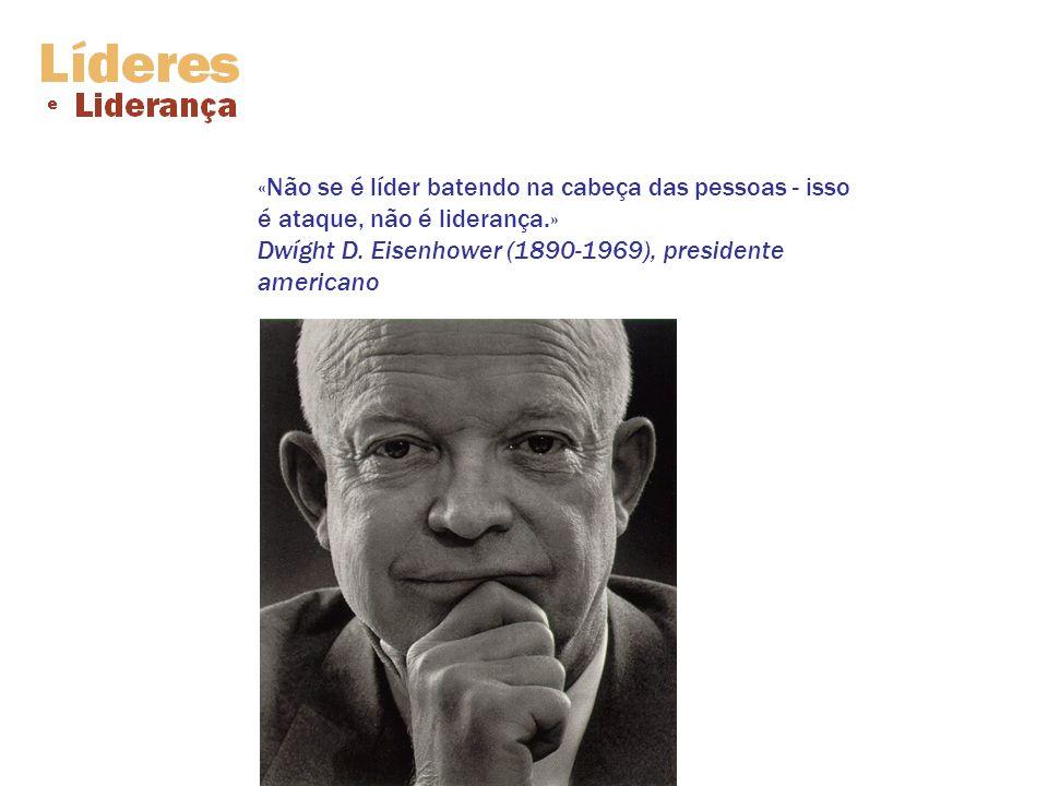 «Não se é líder batendo na cabeça das pessoas - isso é ataque, não é liderança.» Dwíght D. Eisenhower (1890-1969), presidente americano