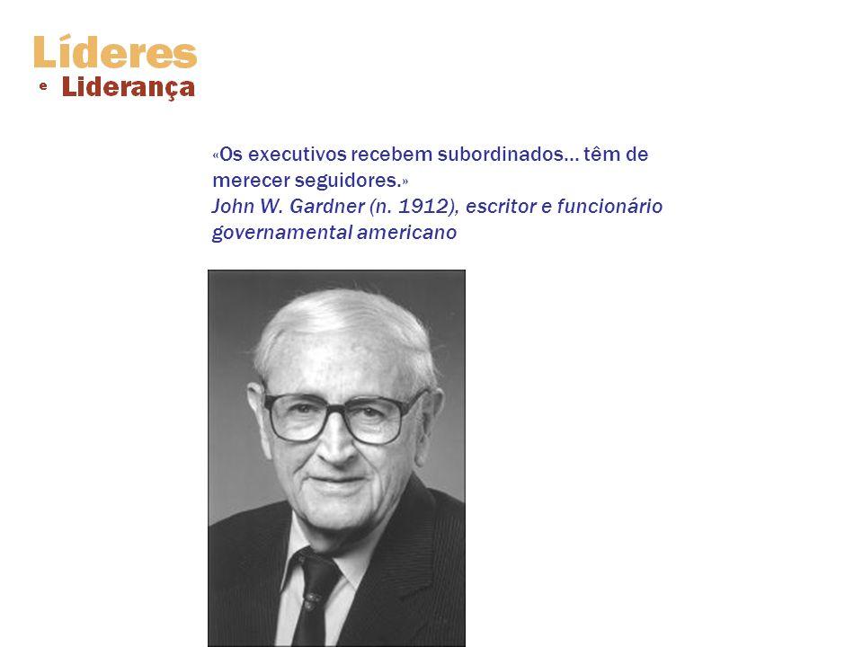 «Os executivos recebem subordinados... têm de merecer seguidores.» John W. Gardner (n. 1912), escritor e funcionário governamental americano