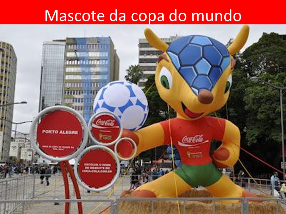 No comercial, um jogo de imagens brinca com os ícones de edições passadas da Copa como a vuvuzela, o polvo vidente, as mulheres bonitas, as celebridades e os cortes de cabelo dos jogadores.