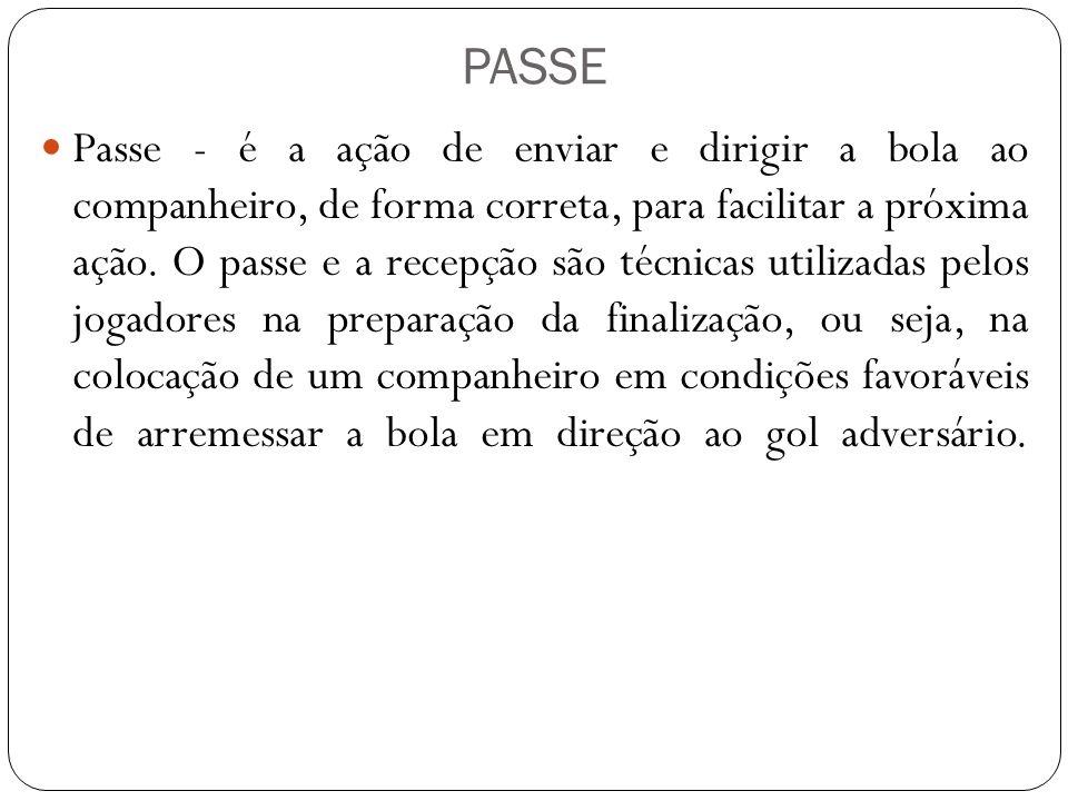 PASSE Passe - é a ação de enviar e dirigir a bola ao companheiro, de forma correta, para facilitar a próxima ação. O passe e a recepção são técnicas u