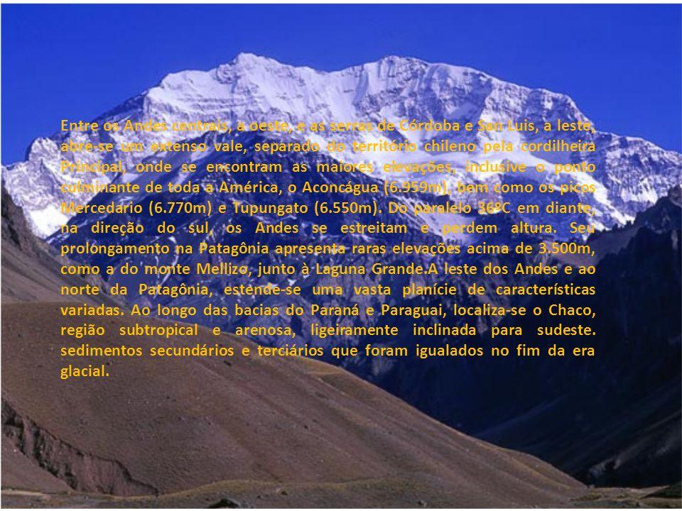 Entre os Andes centrais, a oeste, e as serras de Córdoba e San Luis, a leste, abre-se um extenso vale, separado do território chileno pela cordilheira Principal, onde se encontram as maiores elevações, inclusive o ponto culminante de toda a América, o Aconcágua (6.959m), bem como os picos Mercedario (6.770m) e Tupungato (6.550m).