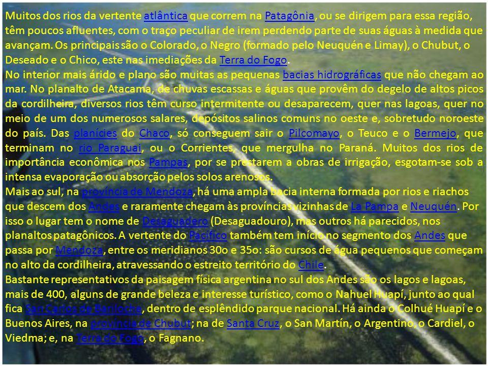 A hidrografia da Argentina é muito rica, com destaque para as bacias endorréicas, de um lado, com ação humana e, de outro, com ação natural.hidrografiaArgentina Contam-se três redes hidrográficas em território argentino: a da vertente atlântica, que é a mais importante, a do Pacífico, na parte sul da cordilheira dos Andes, e as bacias endorréicas ou internas que ocupam um terço da superfície total do país.atlânticaPacíficocordilheira dos Andes Do lado do Atlântico, destaca-se o rio da Prata, nome que se dá ao estuário que é fruto do encontro dos rios Paraná e Uruguai com o oceano Atlântico.